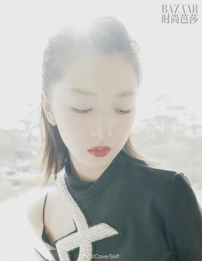 """Tam kim Ảnh hậu Châu Đông Vũ bị chê """"kém sang"""" trên bìa khai niên tạp chí Harper's BAZAAR ảnh 4"""