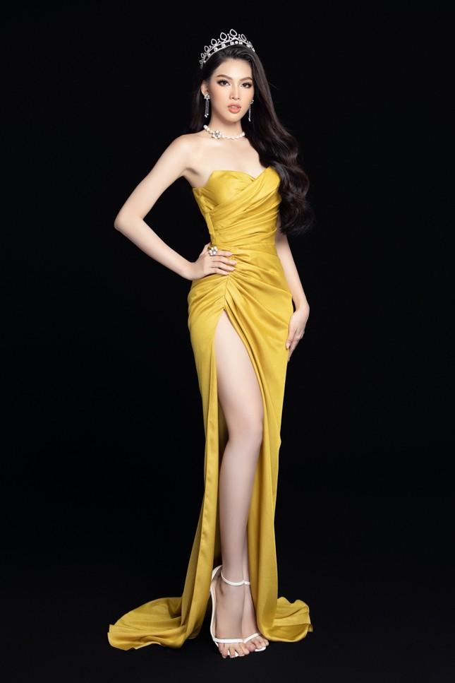 Nhan sắc Hoa hậu Đỗ Thị Hà & 2 Á hậu khác gì sau 1 tháng đăng quang với lịch trình dày đặc ảnh 11