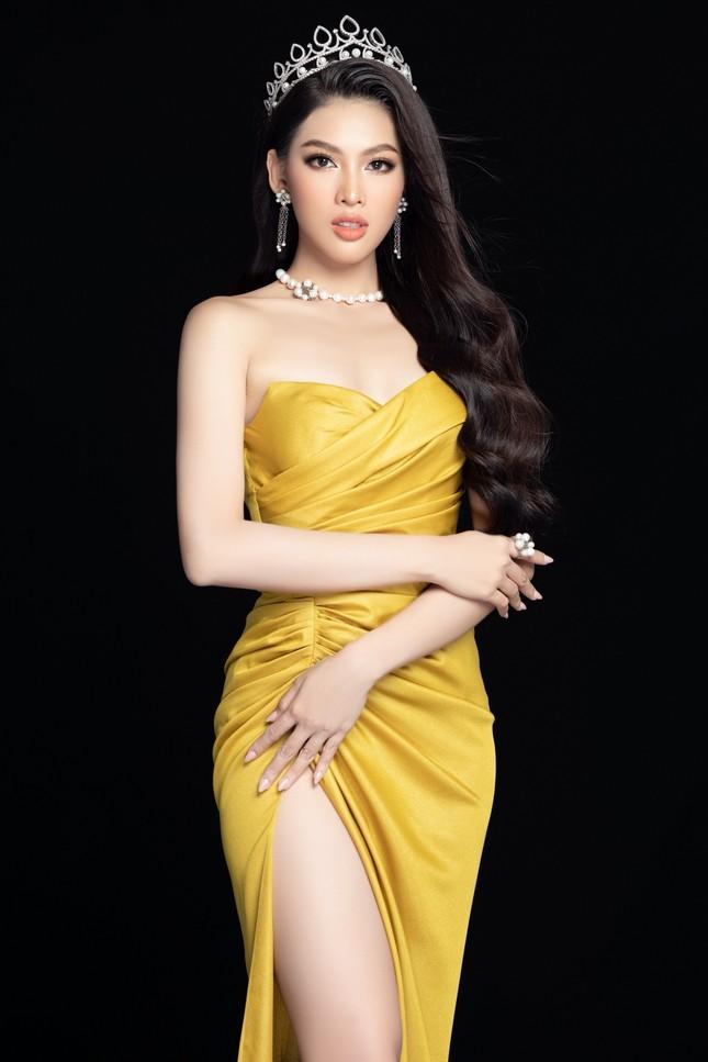 Nhan sắc Hoa hậu Đỗ Thị Hà & 2 Á hậu khác gì sau 1 tháng đăng quang với lịch trình dày đặc ảnh 10