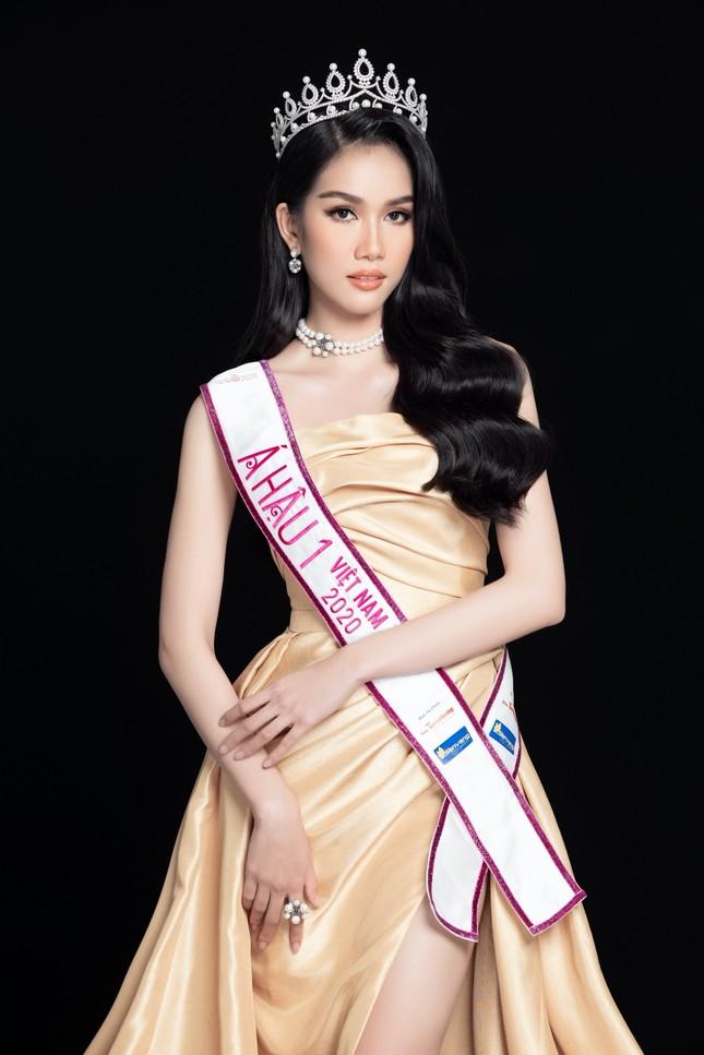 Nhan sắc Hoa hậu Đỗ Thị Hà & 2 Á hậu khác gì sau 1 tháng đăng quang với lịch trình dày đặc ảnh 7