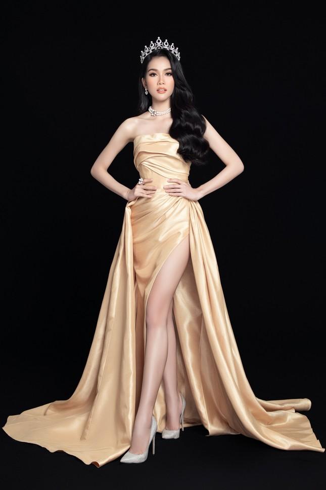 Nhan sắc Hoa hậu Đỗ Thị Hà & 2 Á hậu khác gì sau 1 tháng đăng quang với lịch trình dày đặc ảnh 8