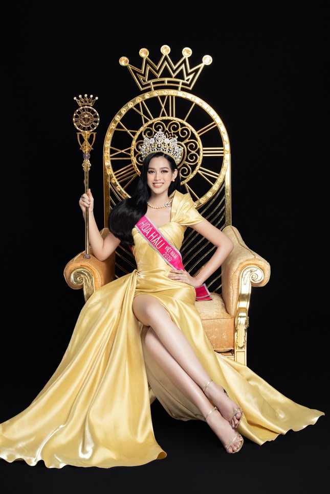 Nhan sắc Hoa hậu Đỗ Thị Hà & 2 Á hậu khác gì sau 1 tháng đăng quang với lịch trình dày đặc ảnh 5