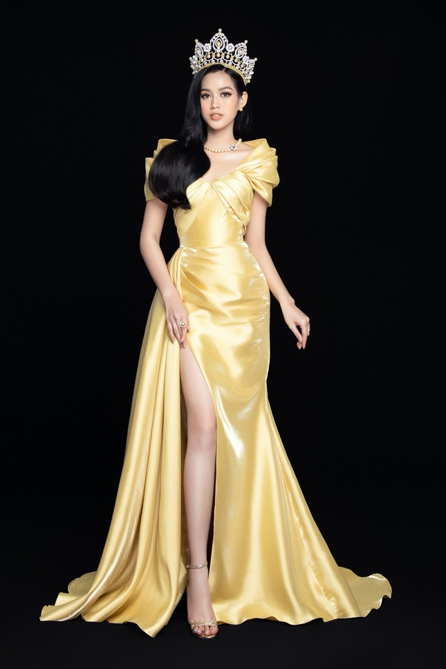 Nhan sắc Hoa hậu Đỗ Thị Hà & 2 Á hậu khác gì sau 1 tháng đăng quang với lịch trình dày đặc ảnh 4