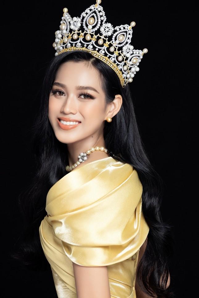 Nhan sắc Hoa hậu Đỗ Thị Hà & 2 Á hậu khác gì sau 1 tháng đăng quang với lịch trình dày đặc ảnh 3