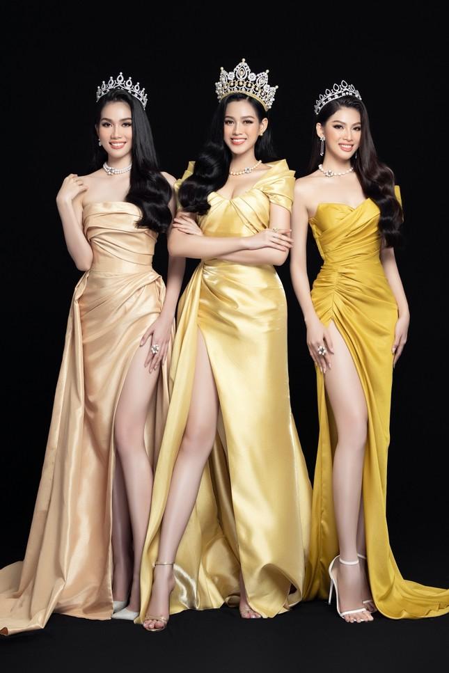 Nhan sắc Hoa hậu Đỗ Thị Hà & 2 Á hậu khác gì sau 1 tháng đăng quang với lịch trình dày đặc ảnh 12
