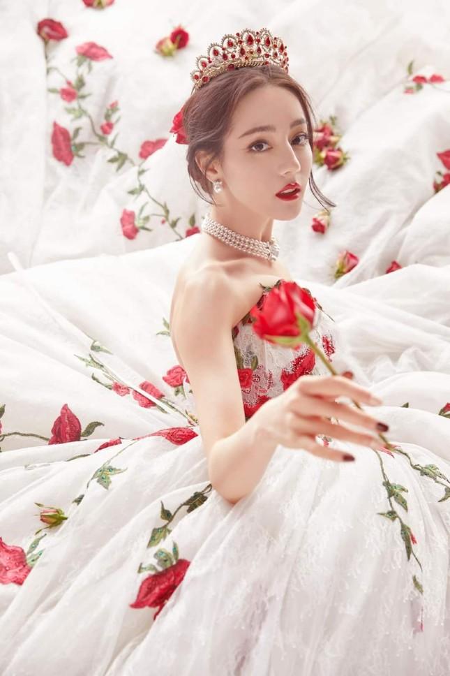 """Địch Lệ Nhiệt Ba xinh đẹp như """"công chúa hoa hồng"""" trên siêu thảm đỏ Tinh Quang Đại Thưởng ảnh 2"""