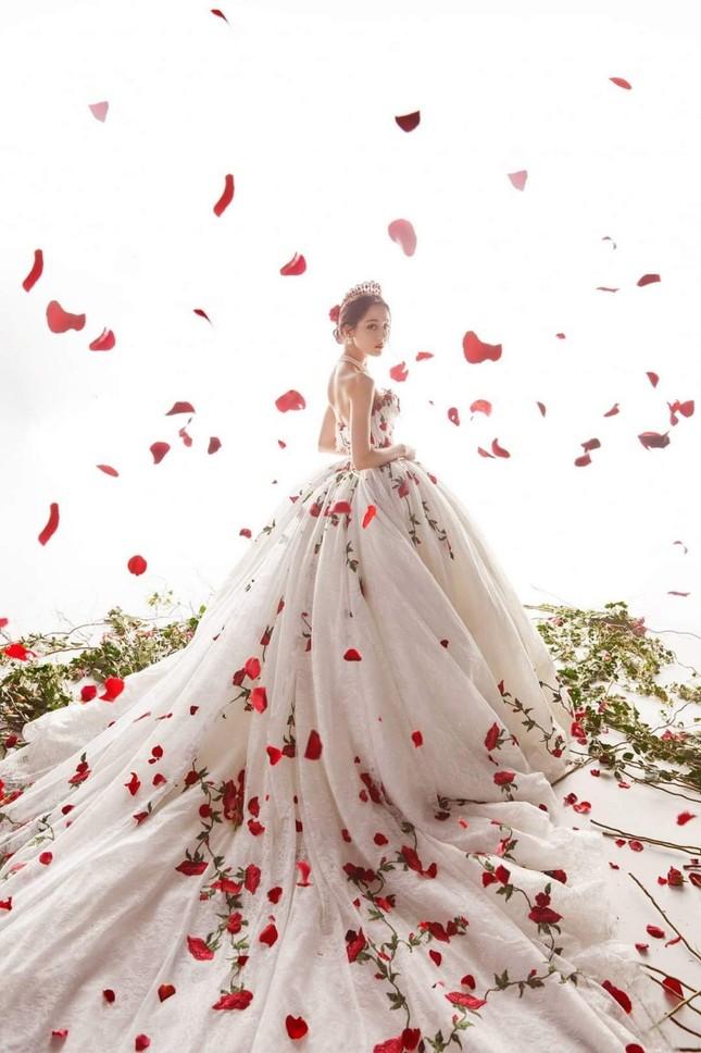 """Địch Lệ Nhiệt Ba xinh đẹp như """"công chúa hoa hồng"""" trên siêu thảm đỏ Tinh Quang Đại Thưởng ảnh 1"""