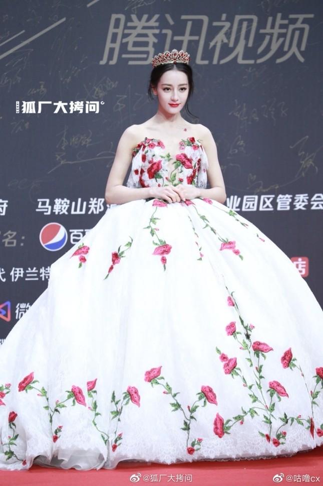 """Địch Lệ Nhiệt Ba xinh đẹp như """"công chúa hoa hồng"""" trên siêu thảm đỏ Tinh Quang Đại Thưởng ảnh 6"""