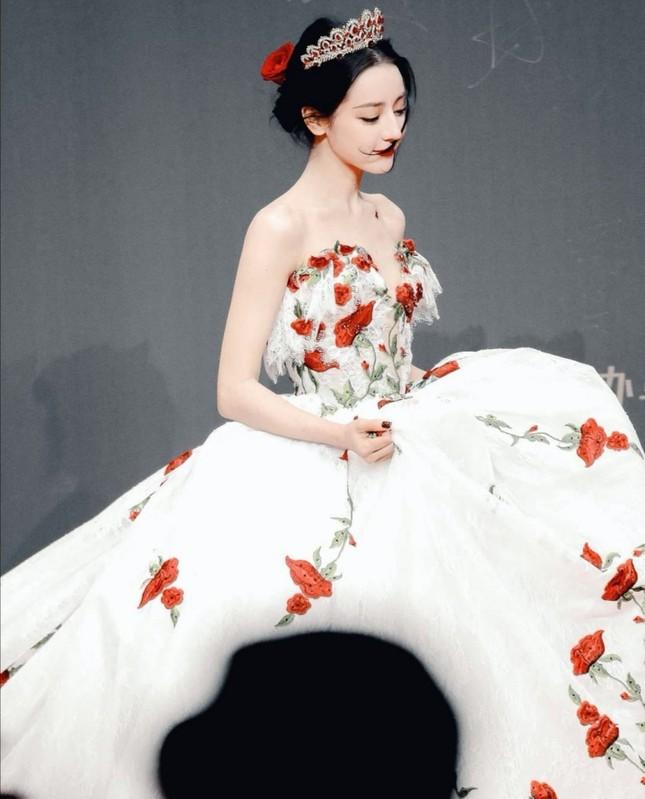 """Địch Lệ Nhiệt Ba xinh đẹp như """"công chúa hoa hồng"""" trên siêu thảm đỏ Tinh Quang Đại Thưởng ảnh 5"""