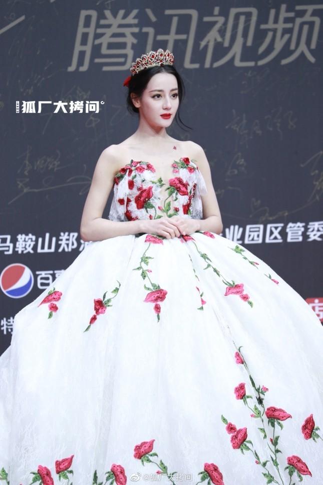 """Địch Lệ Nhiệt Ba xinh đẹp như """"công chúa hoa hồng"""" trên siêu thảm đỏ Tinh Quang Đại Thưởng ảnh 3"""