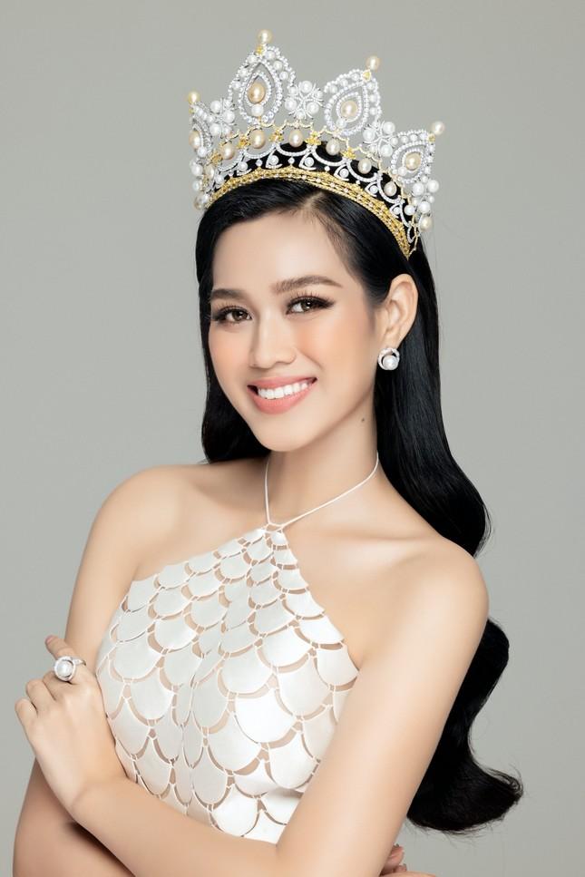 """Hoa hậu Đỗ Thị Hà và 2 Á hậu khoe vai trần trong bộ váy đẹp như những """"nàng tiên cá"""" ảnh 4"""