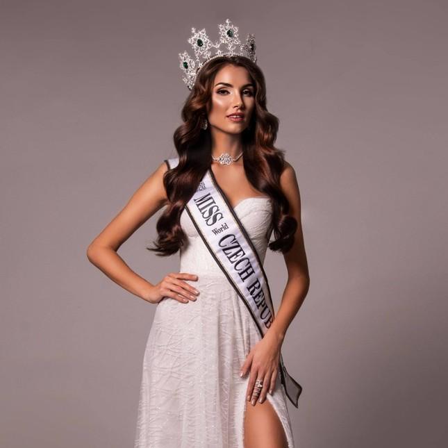 So sánh nhan sắc Hoa hậu Đỗ Thị Hà với các đối thủ sẽ tham gia Miss World 2021 ảnh 8