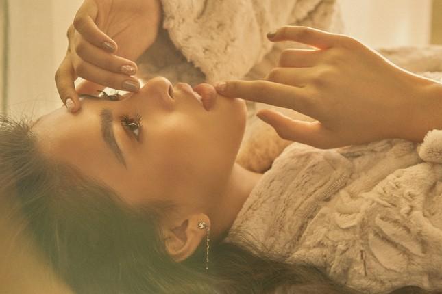 """Hết nhiệm kỳ, Hoa hậu Tiểu Vy """"bung lụa"""", khoe nhan sắc đẹp như siêu mẫu quốc tế ảnh 5"""