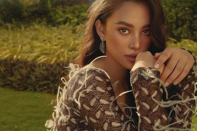 """Hết nhiệm kỳ, Hoa hậu Tiểu Vy """"bung lụa"""", khoe nhan sắc đẹp như siêu mẫu quốc tế ảnh 4"""