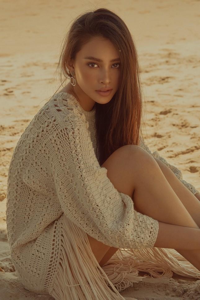 """Hết nhiệm kỳ, Hoa hậu Tiểu Vy """"bung lụa"""", khoe nhan sắc đẹp như siêu mẫu quốc tế ảnh 6"""