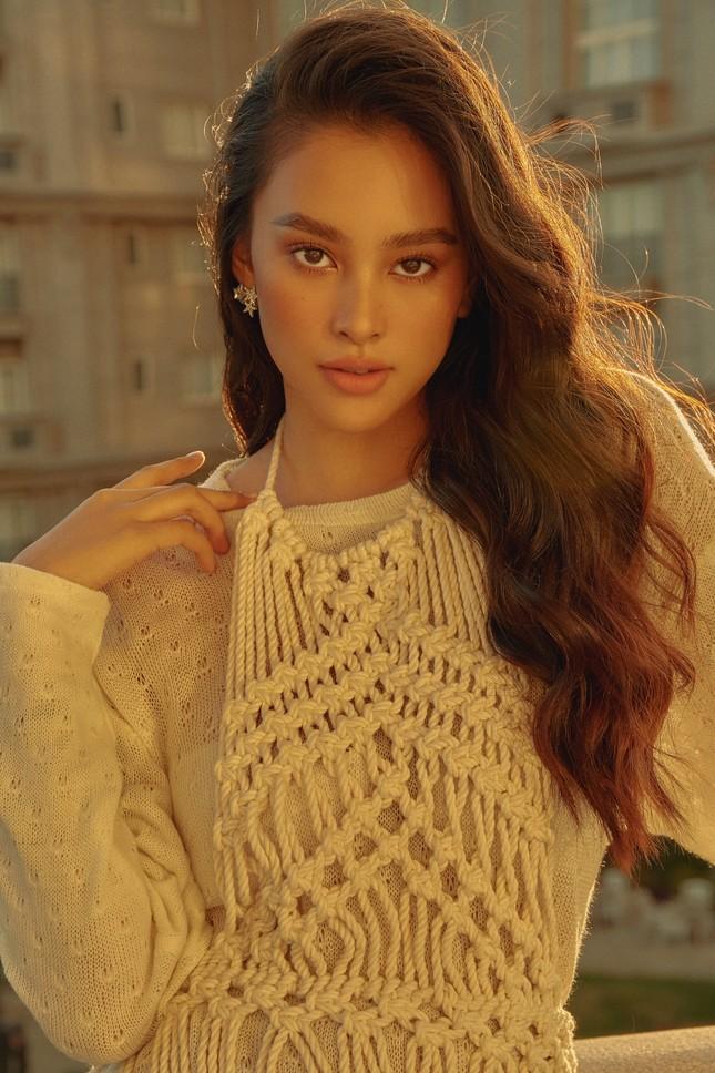 """Hết nhiệm kỳ, Hoa hậu Tiểu Vy """"bung lụa"""", khoe nhan sắc đẹp như siêu mẫu quốc tế ảnh 8"""