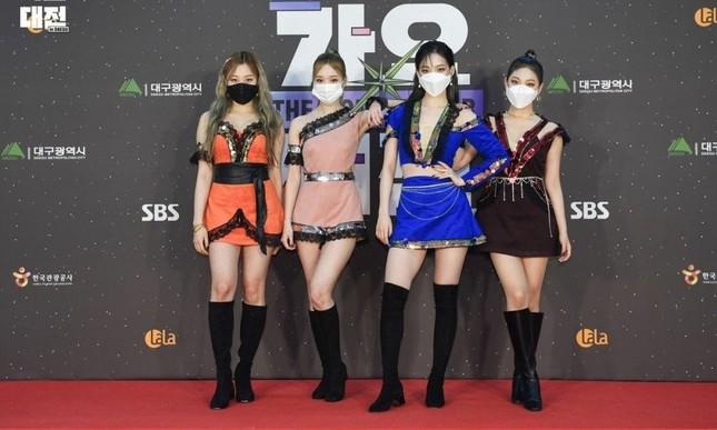 Stylist của aespa bị netizen Hàn chê bai thậm tệ vì cho 4 cô gái mặc đồ siêu khó hiểu ảnh 3