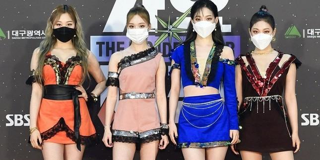 Stylist của aespa bị netizen Hàn chê bai thậm tệ vì cho 4 cô gái mặc đồ siêu khó hiểu ảnh 2