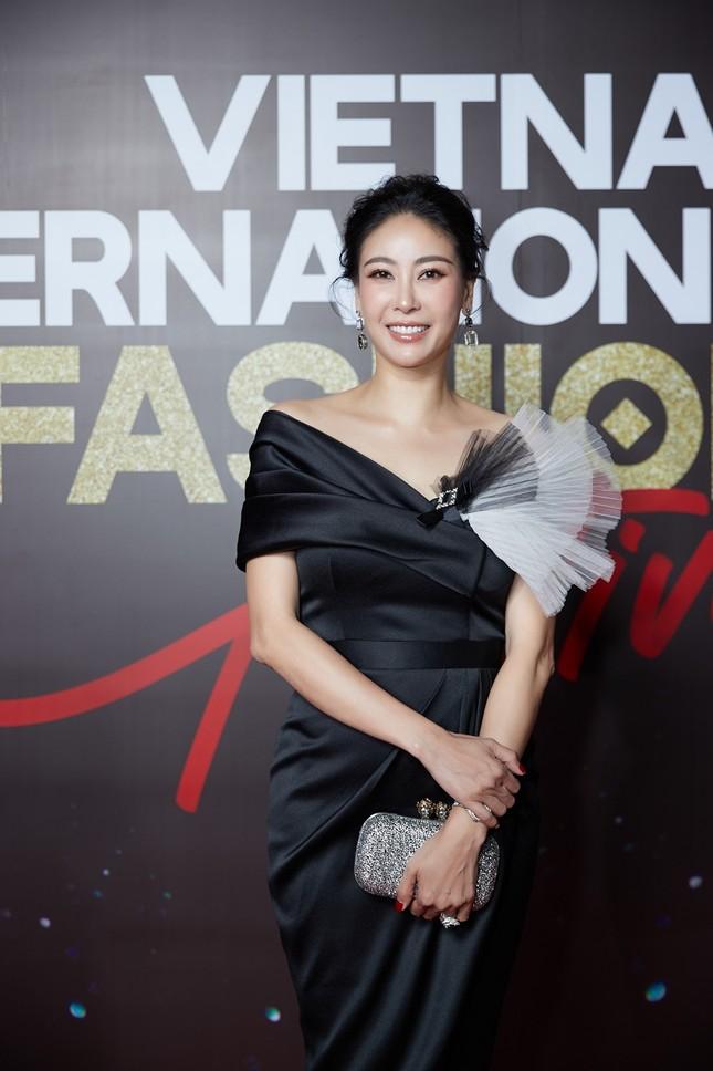 """Dàn rapper Việt đổ bộ show thời trang, """"lão đại"""" Wowy, """"chị đại"""" Suboi lên đồ cực ngầu ảnh 4"""