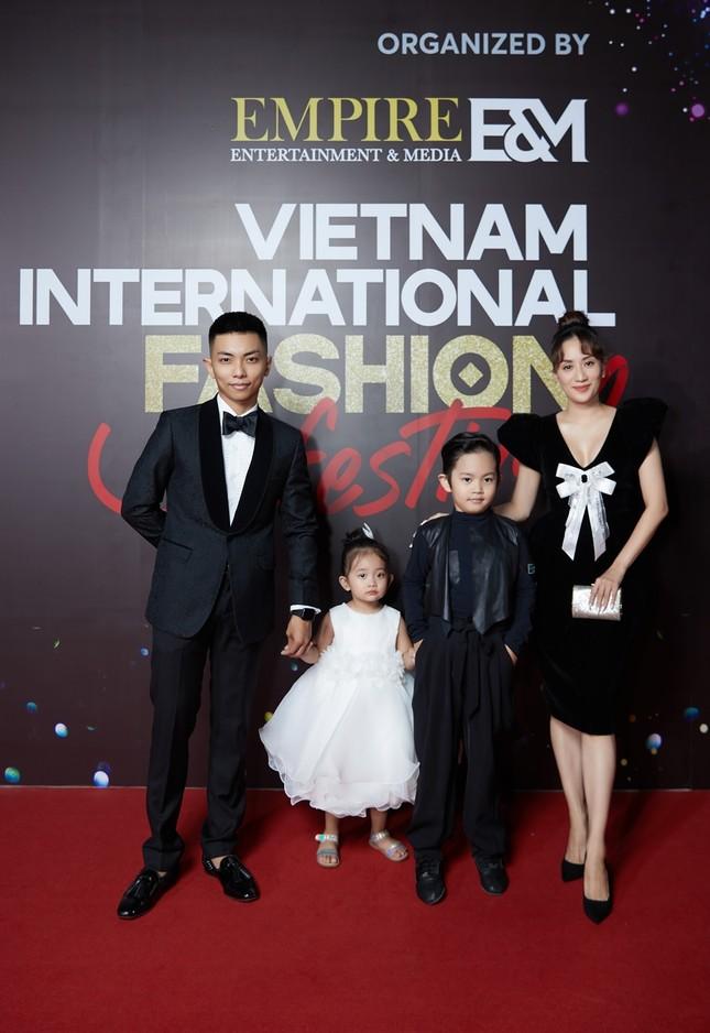 """Dàn rapper Việt đổ bộ show thời trang, """"lão đại"""" Wowy, """"chị đại"""" Suboi lên đồ cực ngầu ảnh 7"""