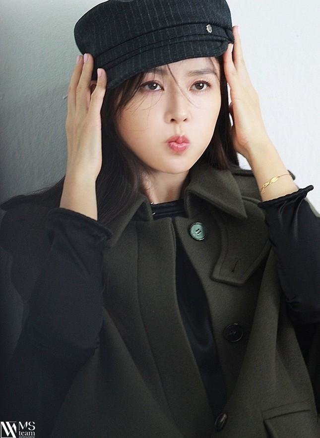 """Học ngay """"chị đẹp"""" Son Ye Jin cách dùng phụ kiện cho tóc xinh đẹp ấn tượng trong mùa Đông ảnh 8"""