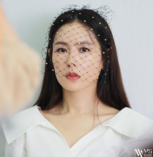 """Học ngay """"chị đẹp"""" Son Ye Jin cách dùng phụ kiện cho tóc xinh đẹp ấn tượng trong mùa Đông ảnh 11"""