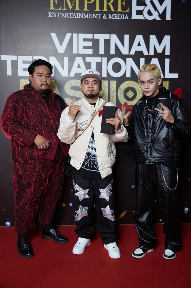 """Dàn rapper Việt đổ bộ show thời trang, """"lão đại"""" Wowy, """"chị đại"""" Suboi lên đồ cực ngầu ảnh 3"""