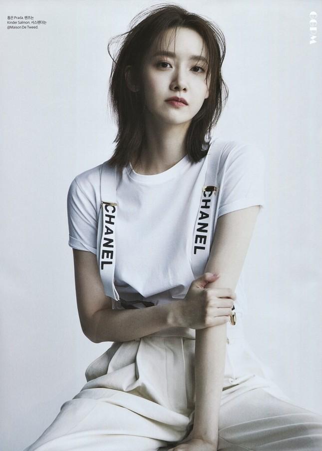 """""""Tường thành nhan sắc"""" Yoona mặc gì trong bộ ảnh mới mà được khen """"đẹp trai"""" như nam thần? ảnh 10"""