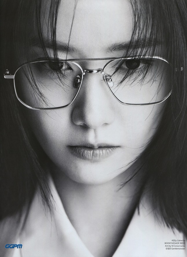 """""""Tường thành nhan sắc"""" Yoona mặc gì trong bộ ảnh mới mà được khen """"đẹp trai"""" như nam thần? ảnh 4"""
