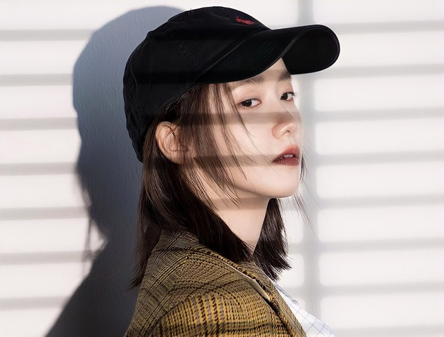 """""""Tường thành nhan sắc"""" Yoona mặc gì trong bộ ảnh mới mà được khen """"đẹp trai"""" như nam thần? ảnh 2"""