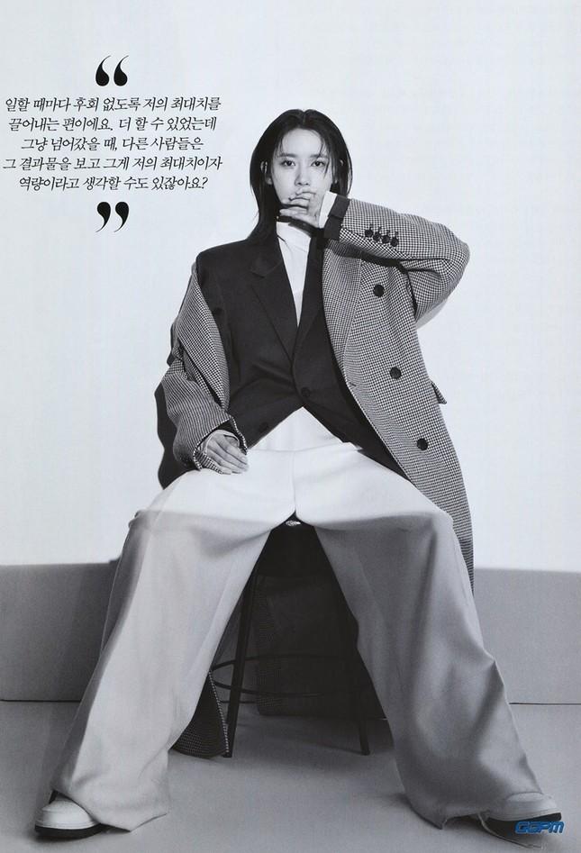 """""""Tường thành nhan sắc"""" Yoona mặc gì trong bộ ảnh mới mà được khen """"đẹp trai"""" như nam thần? ảnh 8"""