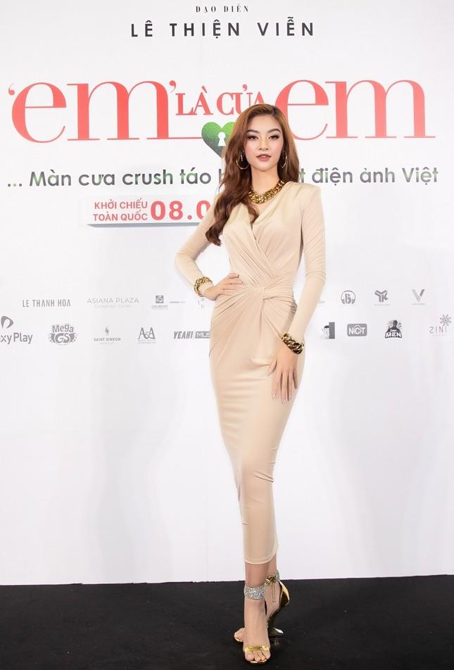 """Hoa hậu Đỗ Thị Hà và Mai Phương Thúy khoe nhan sắc """"một 9 một 10"""" trên thảm đỏ ra mắt phim ảnh 7"""