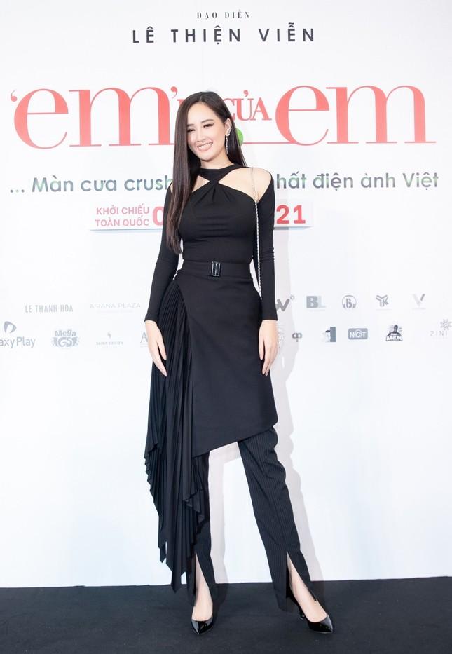 """Hoa hậu Đỗ Thị Hà và Mai Phương Thúy khoe nhan sắc """"một 9 một 10"""" trên thảm đỏ ra mắt phim ảnh 4"""