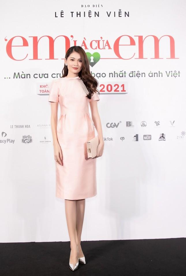"""Hoa hậu Đỗ Thị Hà và Mai Phương Thúy khoe nhan sắc """"một 9 một 10"""" trên thảm đỏ ra mắt phim ảnh 6"""