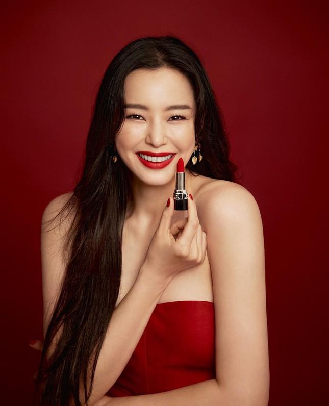 Jisoo BLACKPINK có lấn át được Hoa hậu Honey Lee trong loạt ảnh quảng cáo mỹ phẩm Dior? ảnh 6
