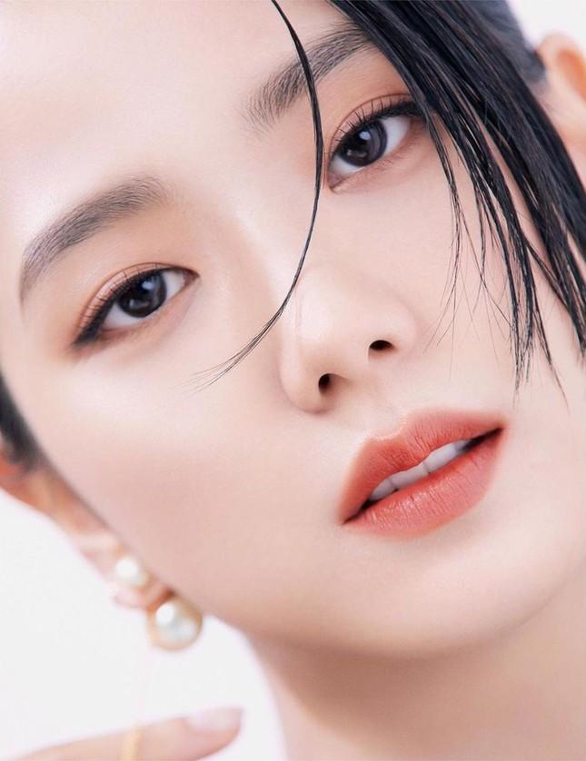 Jisoo BLACKPINK có lấn át được Hoa hậu Honey Lee trong loạt ảnh quảng cáo mỹ phẩm Dior? ảnh 4