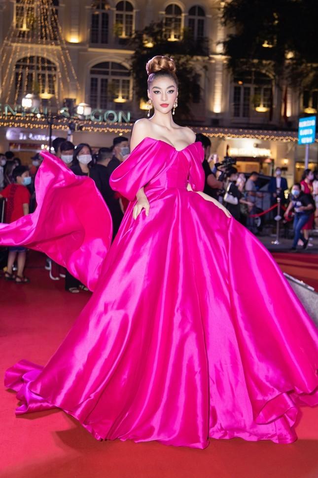 """Hoa hậu Đỗ Thị Hà, Tiểu Vy và Lương Thùy Linh lại có màn đọ sắc """"cực gắt"""" trên thảm đỏ ảnh 9"""