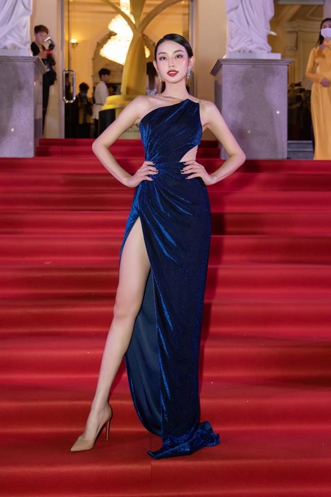 """Hoa hậu Đỗ Thị Hà, Tiểu Vy và Lương Thùy Linh lại có màn đọ sắc """"cực gắt"""" trên thảm đỏ ảnh 13"""