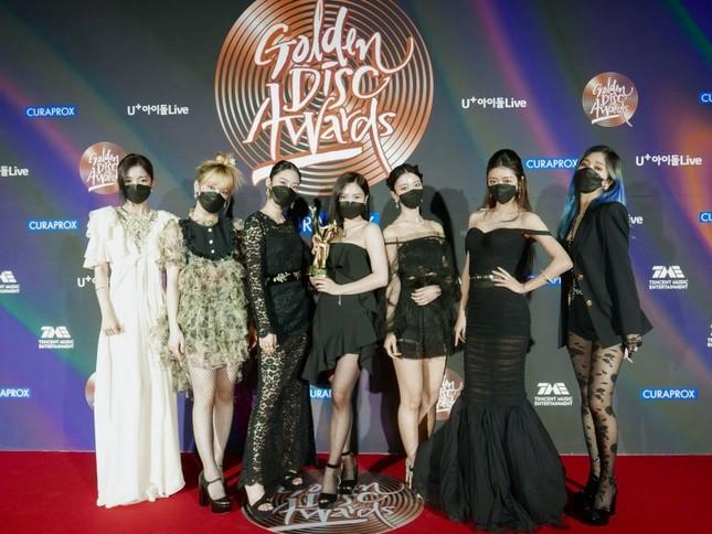 """Seunghee OH MY GIRL biến bộ váy từng được Jennie BLACKPINK mặc thành """"thảm họa thời trang"""" ảnh 1"""
