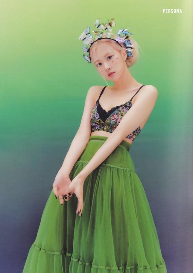 Nhìn 2 thành viên của (G)I-DLE mặc váy giống Rosé BLACKPINK mà thấy buồn cho 2 cô gái ảnh 2