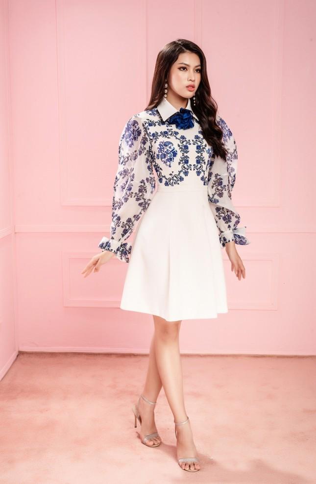 Học Hoa hậu Đỗ Thị Hà và hai nàng Á hậu cách chọn trang phục xinh tươi mùa Lễ Tết ảnh 6