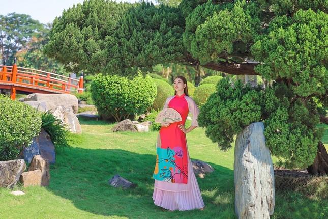 Á hậu Phương Anh, Ngọc Thảo khoe sắc vóc rạng rỡ trong BST áo dài đón Tết Tân Sửu ảnh 8