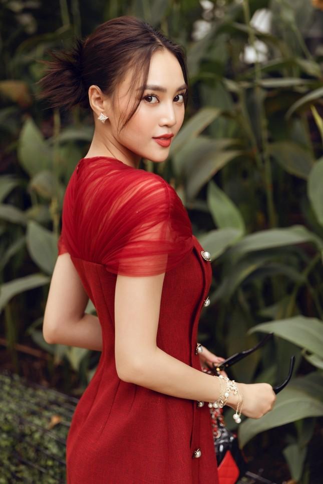 Ninh Dương Lan Ngọc đẹp sang chảnh khi dạo phố với các thiết kế rất hợp thời tiết Sài Gòn ảnh 7
