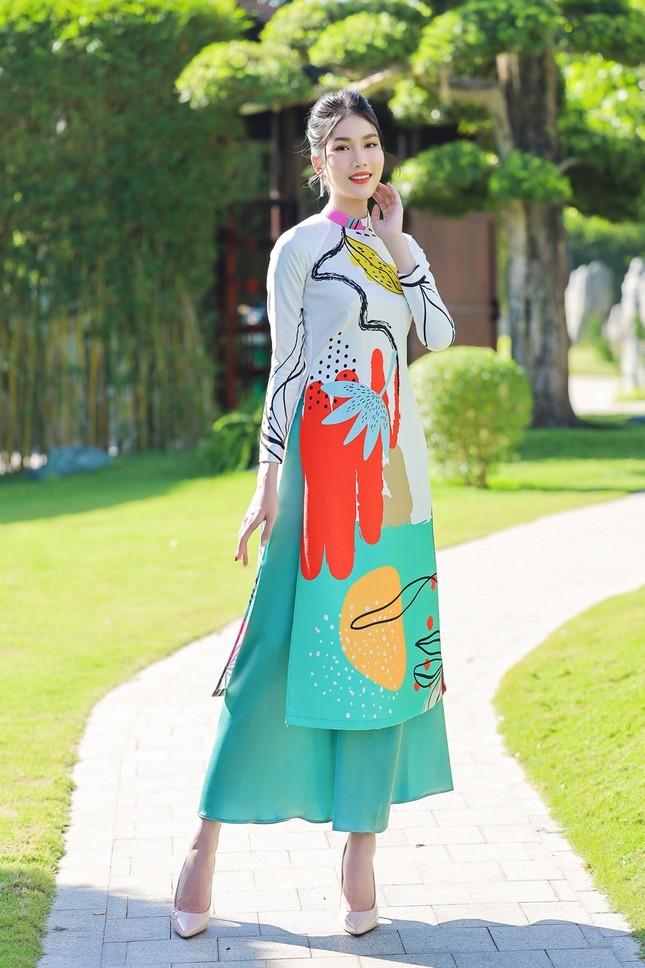 Á hậu Phương Anh, Ngọc Thảo khoe sắc vóc rạng rỡ trong BST áo dài đón Tết Tân Sửu ảnh 3