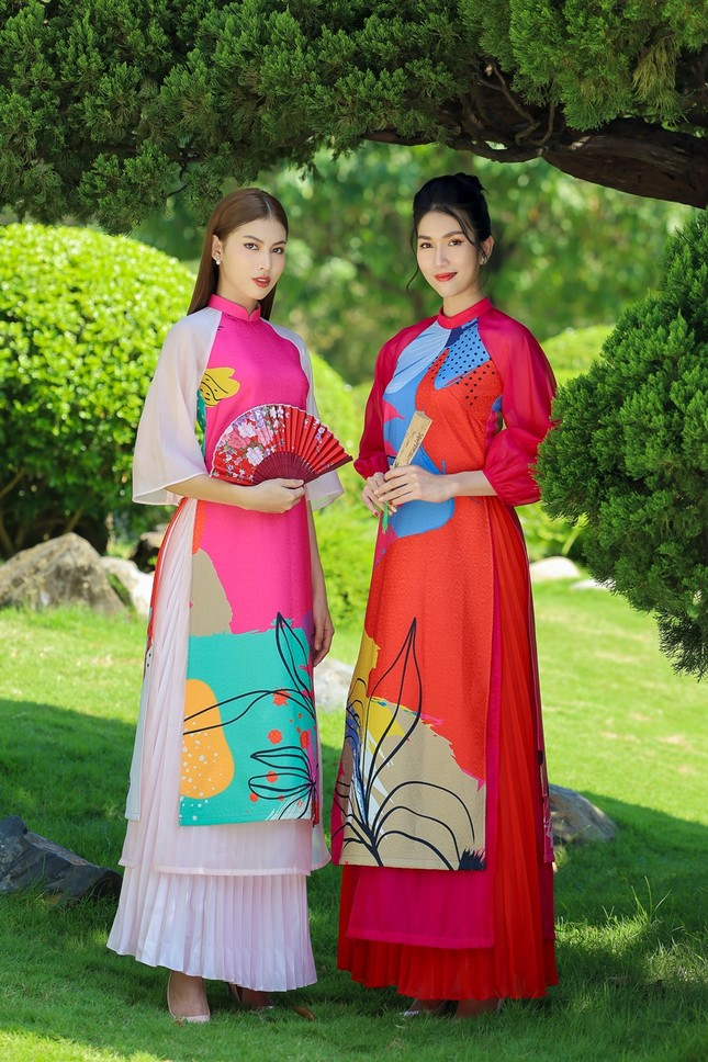 Á hậu Phương Anh, Ngọc Thảo khoe sắc vóc rạng rỡ trong BST áo dài đón Tết Tân Sửu ảnh 2