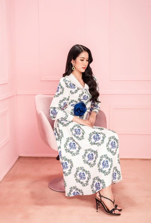 Học Hoa hậu Đỗ Thị Hà và hai nàng Á hậu cách chọn trang phục xinh tươi mùa Lễ Tết ảnh 5