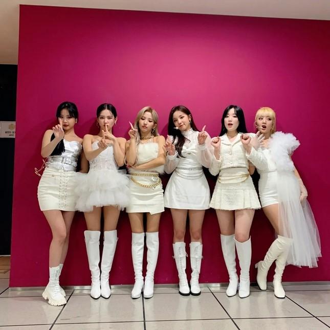 Đỉnh như Yuqi (G)I-DLE: Mặc chiếc váy giống Jisoo BLACKPINK mà nhìn mãi mới nhận ra ảnh 1