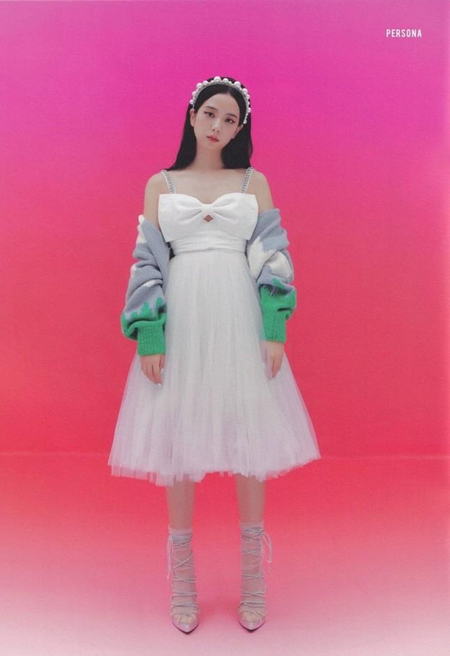 Đỉnh như Yuqi (G)I-DLE: Mặc chiếc váy giống Jisoo BLACKPINK mà nhìn mãi mới nhận ra ảnh 2