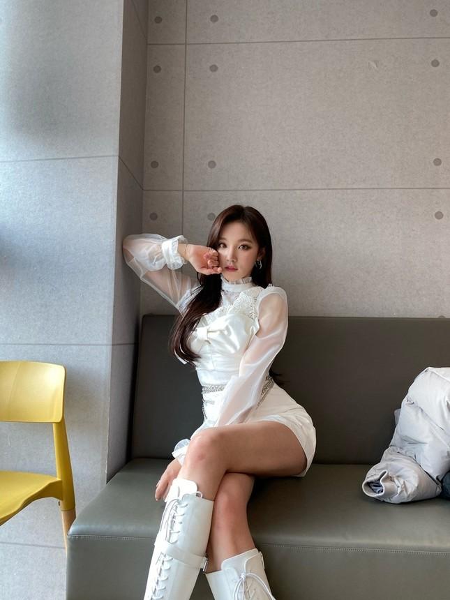 Đỉnh như Yuqi (G)I-DLE: Mặc chiếc váy giống Jisoo BLACKPINK mà nhìn mãi mới nhận ra ảnh 3