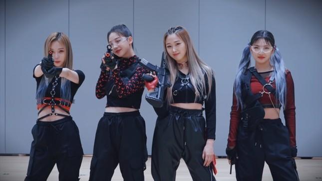 Netizen Hàn cho rằng aespa còn phải học hỏi BLACKPINK nhiều về cách diện đồ Techwear ảnh 1